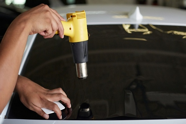 professional car windows tint installer