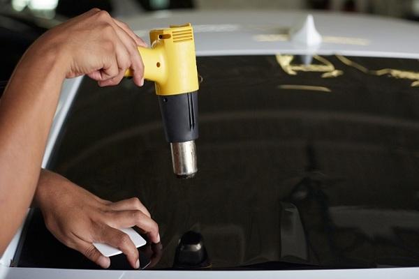 professional car windows tint installer